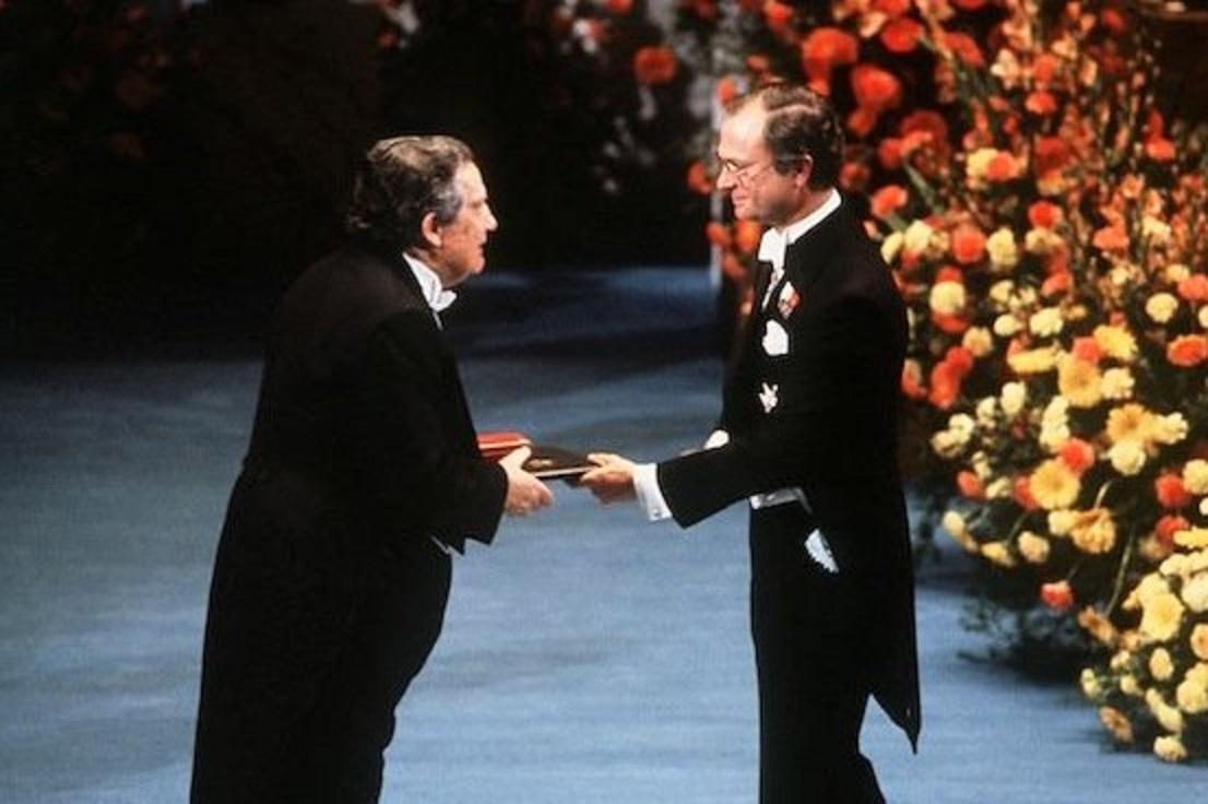 Resultado de imagen para Fotos: Octavio Paz gana el Premio Nobel de Literatura