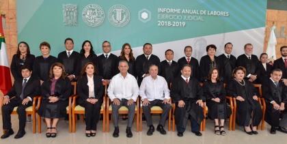 Con los miembros del Honorable Tribunal Superior de Justicia del Estado deCampeche.
