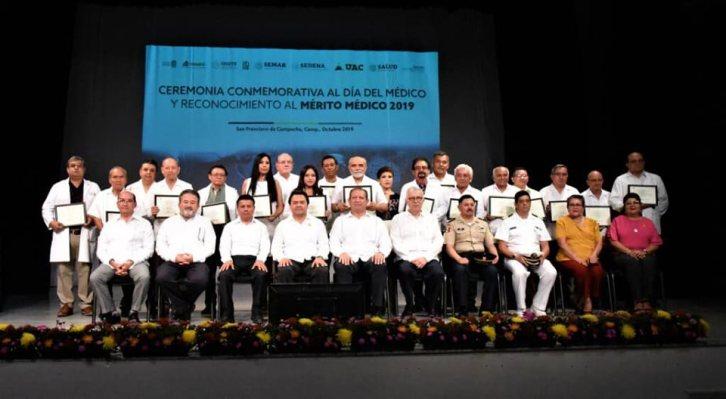 12 galardonados por el Mérito Médico y siete por su desempeño comunitario.