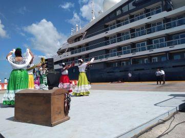 Arriba Crucero Turístico a Puertos de Campeche.