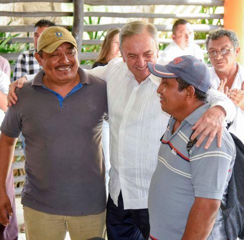 Convivio autoridades y productores en Hopelchén.