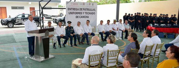 Gobernador en gira por Cd. Del Carmen.