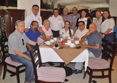 Grato encuentro entre ex gobernador Abelardo Carrillo y líder nacional de la CNOP, Cristina Ruíz.