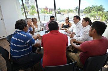 Medina se reúne con integrantes del Sindicato de Fotógrafos.
