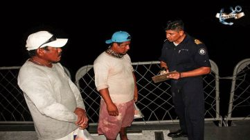 Pescadores puestos a salvo.