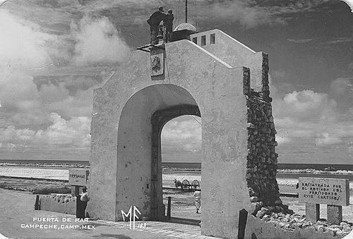Puerta de mar byn